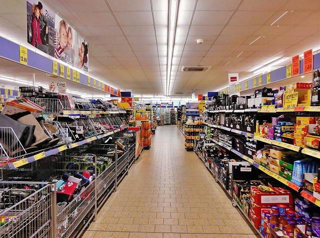 Fare la spesa al supermarket