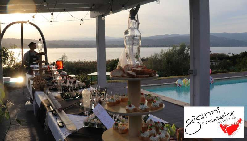 Catering festa 18 anni a bordo piscina in villa privata